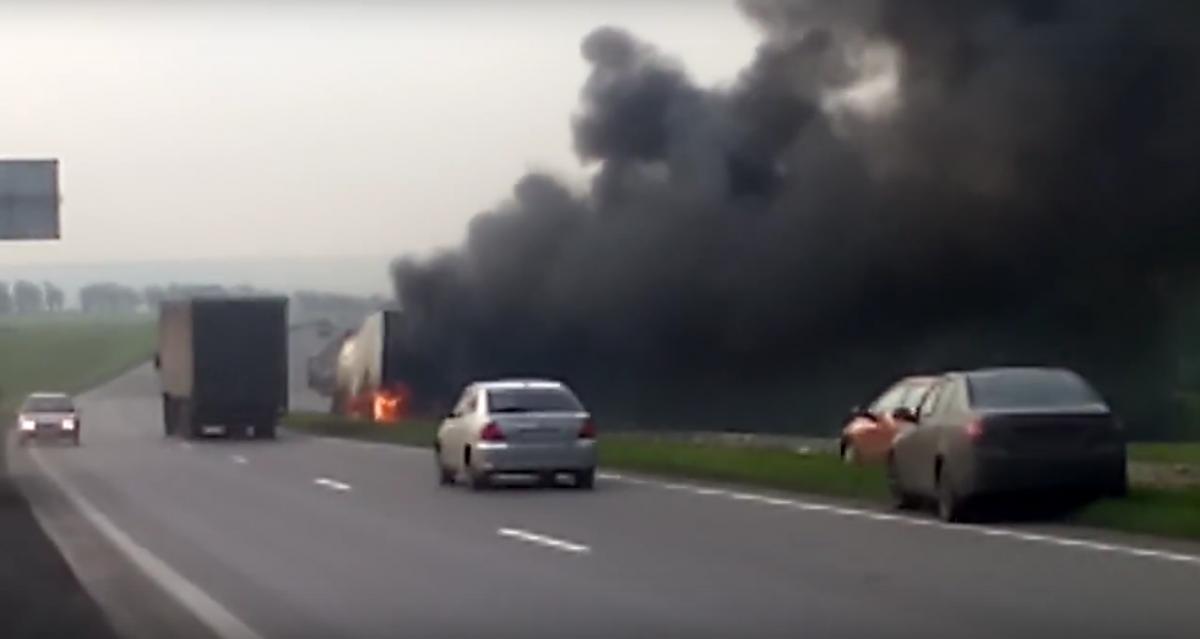 ДТП на трассе: под Прокопьевском сгорела фура (видео)