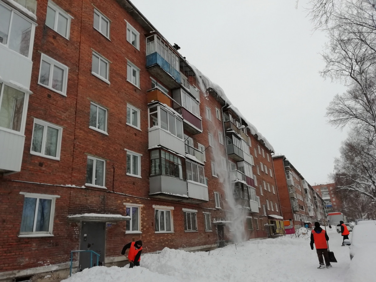 Осторожно! Возможен сход снега с крыши!