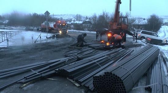 В Прокопьевске пришлось привлекать спецтехнику, чтобы разблокировать ж/д переезд