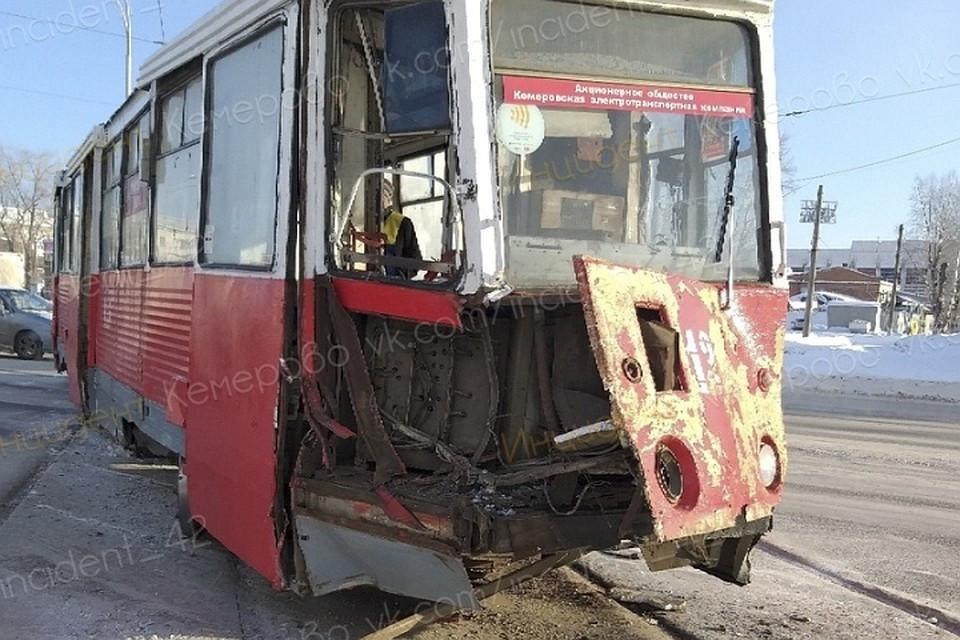 В Кузбассе столкнулись трамвай и грузовик