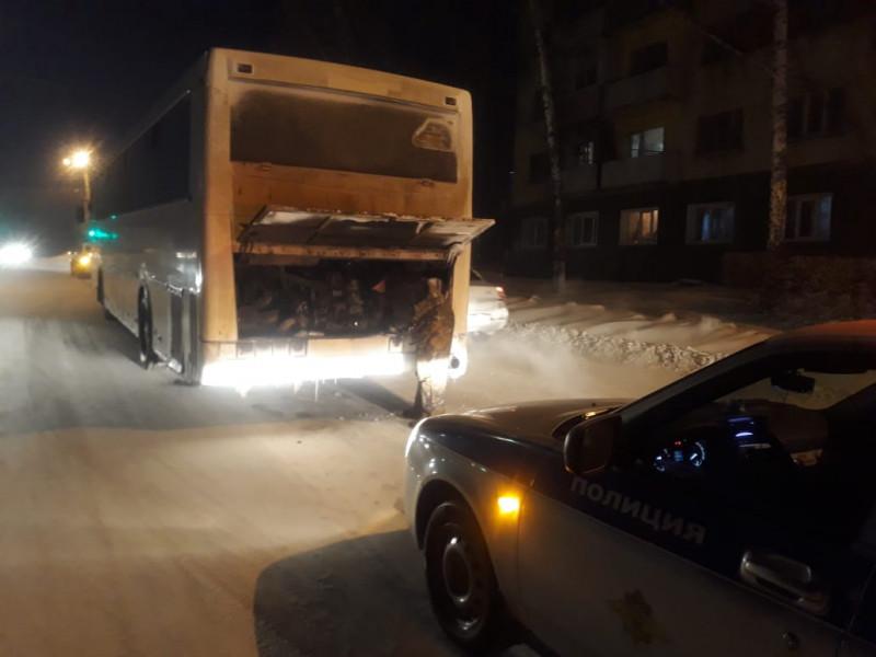 В Кузбассе пригородный автобус сломался в пути