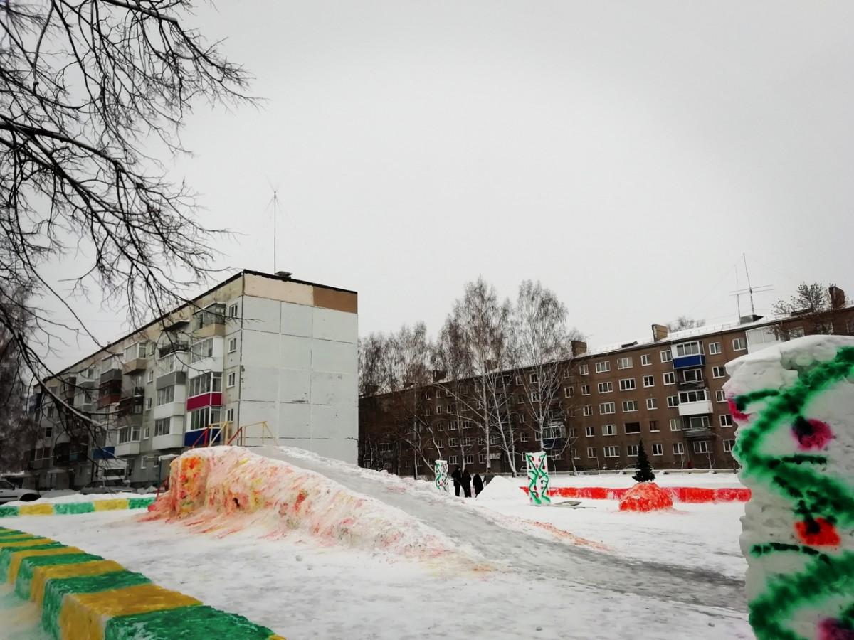 Добавим в жизнь позитива: в Прокопьевске еще два двора стали необычными