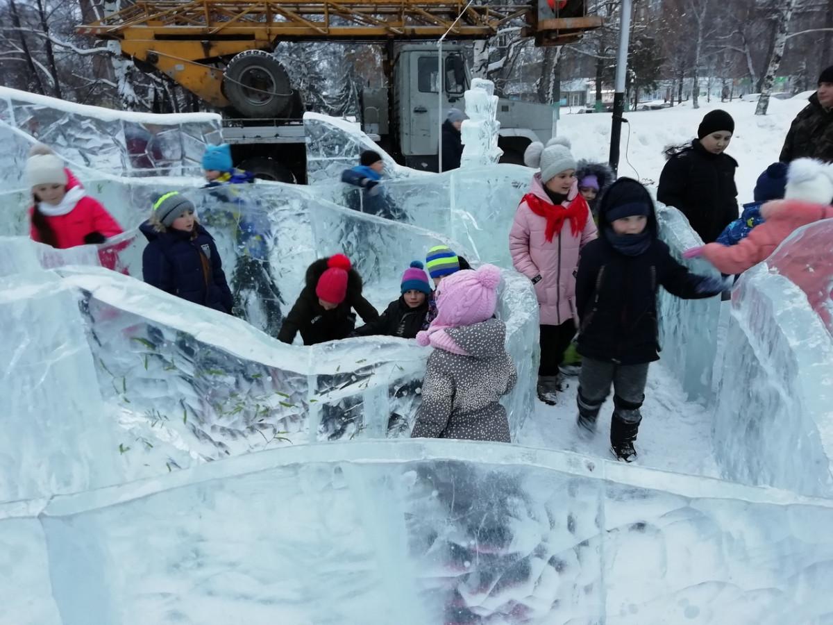 Как Прокопьевск отпраздновал открытие новогоднего ледового городка: фотоотчет
