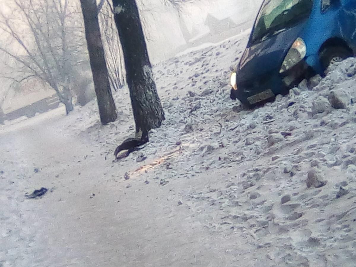 ДТП в Прокопьевске: автомобиль протаранил дерево