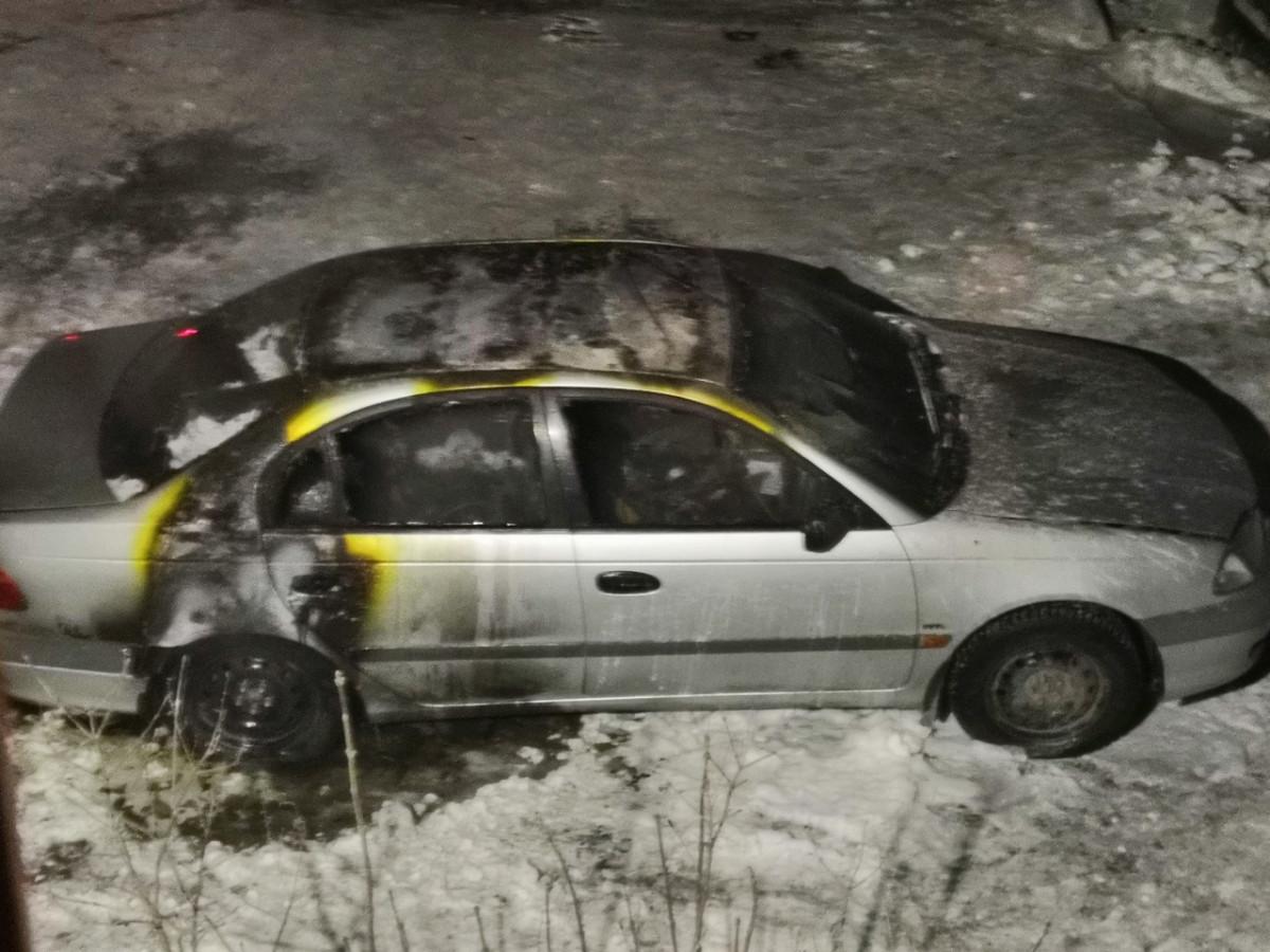 В Прокопьевске ночью сгорел легковой автомобиль