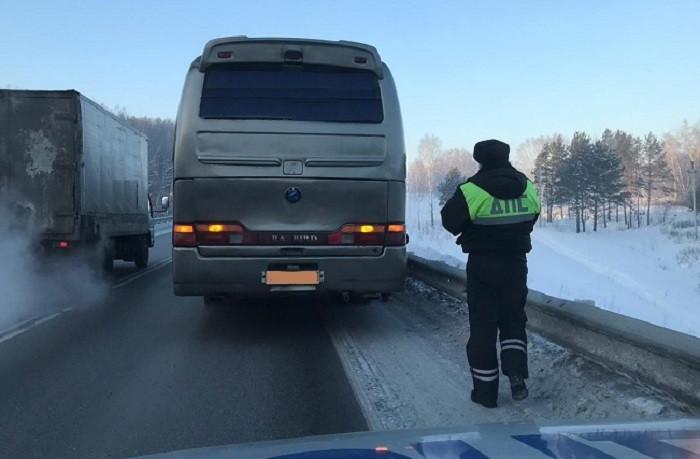 В Кузбассе на трассе сломался междугородный автобус