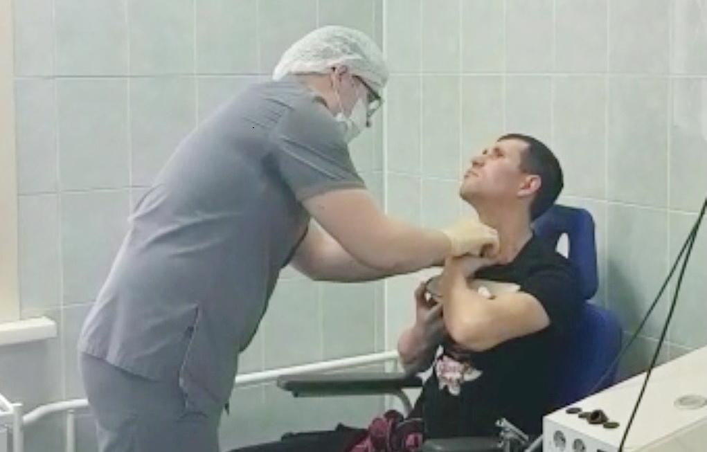 Хирурги Кузбасса спасли пациента с тяжелой травмой шеи