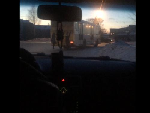 В Прокопьевске несовершеннолетние зацеперы катались на автобусе (видео)