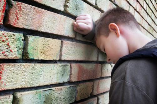 В Кузбассе отец избивал сына и держал на цепи