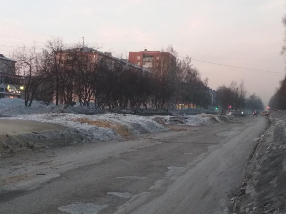 Зачем спиливают деревья на проспекте Ленина?