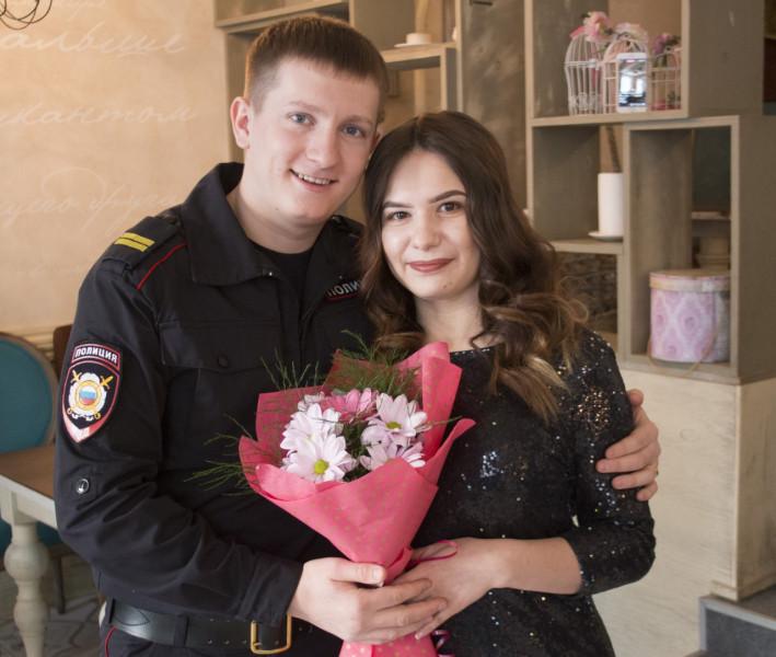 В Кузбассе полицейский устроил романтический сюрприз для своей возлюбленной
