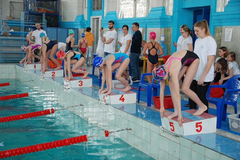 Прокопьевские пловцы завоевали 23 медали на областных соревнованиях