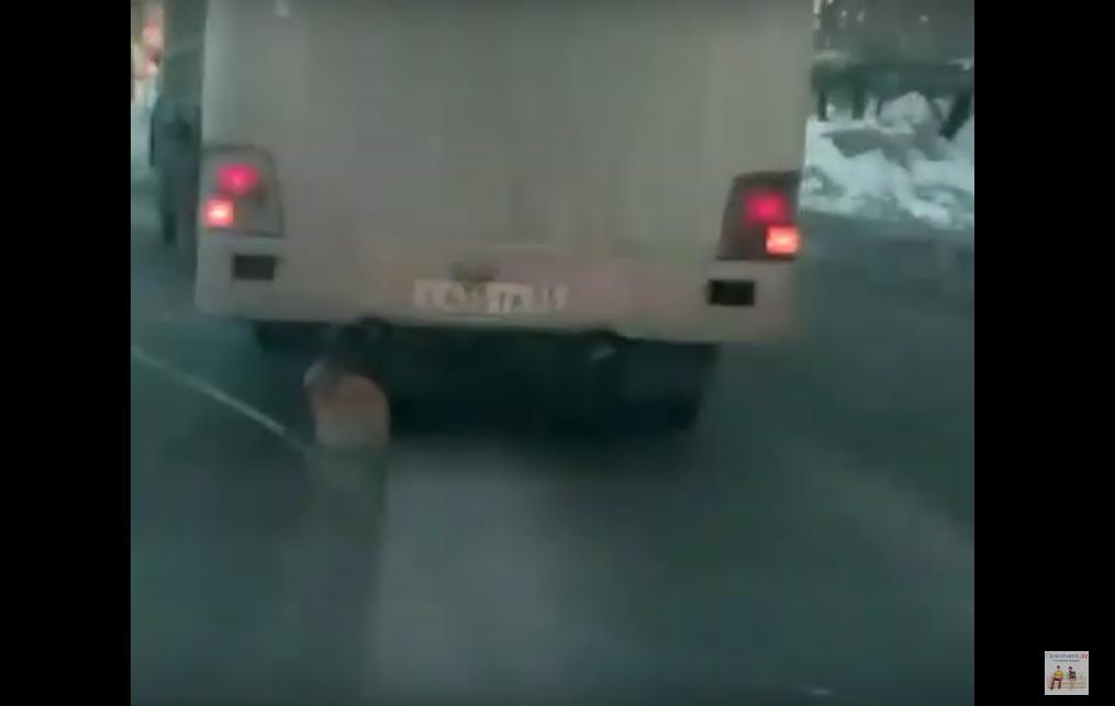 В Прокопьевске автобус перемещался на 3-х колесах
