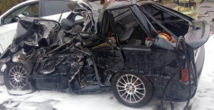 Жесткое ДТП в Кузбассе: на трассе легковушка столкнулась с грузовиком