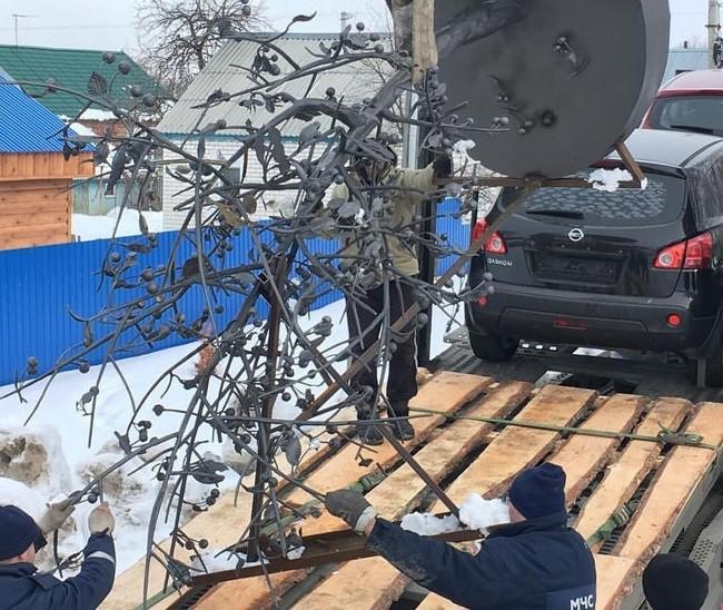 """В Кемерово прибыл монумент памяти погибших в """"Зимней вишне"""""""