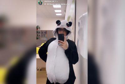 В Кузбассе учитель пришла на работу в необычном костюме