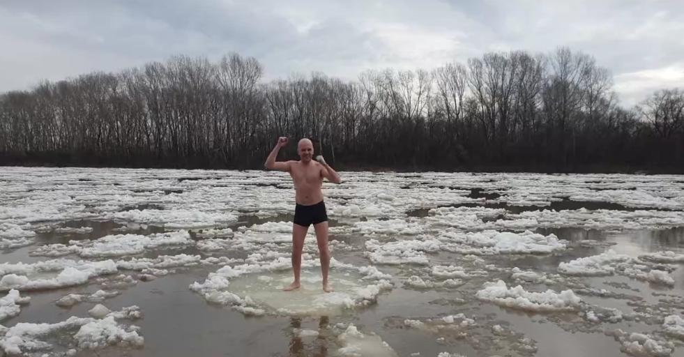 Экстремальное развлечение: кузбассовцы прокатились на льдинах