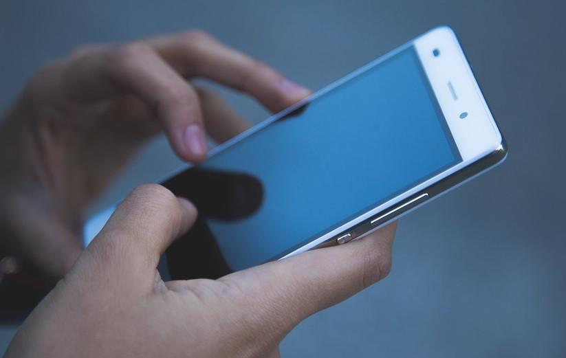 В Прокопьевске из закрытого торгового павильона исчез мобильный телефон